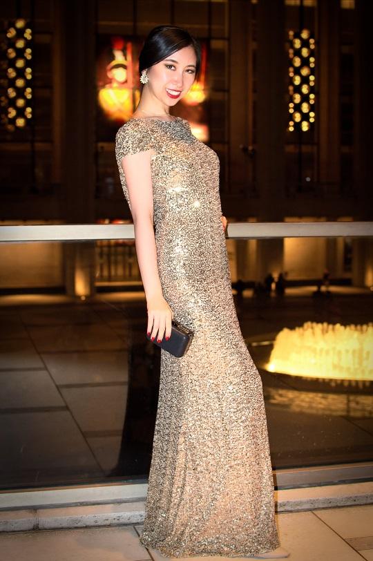 badgley mischka gold sequins gown cap sleeves crew neckline