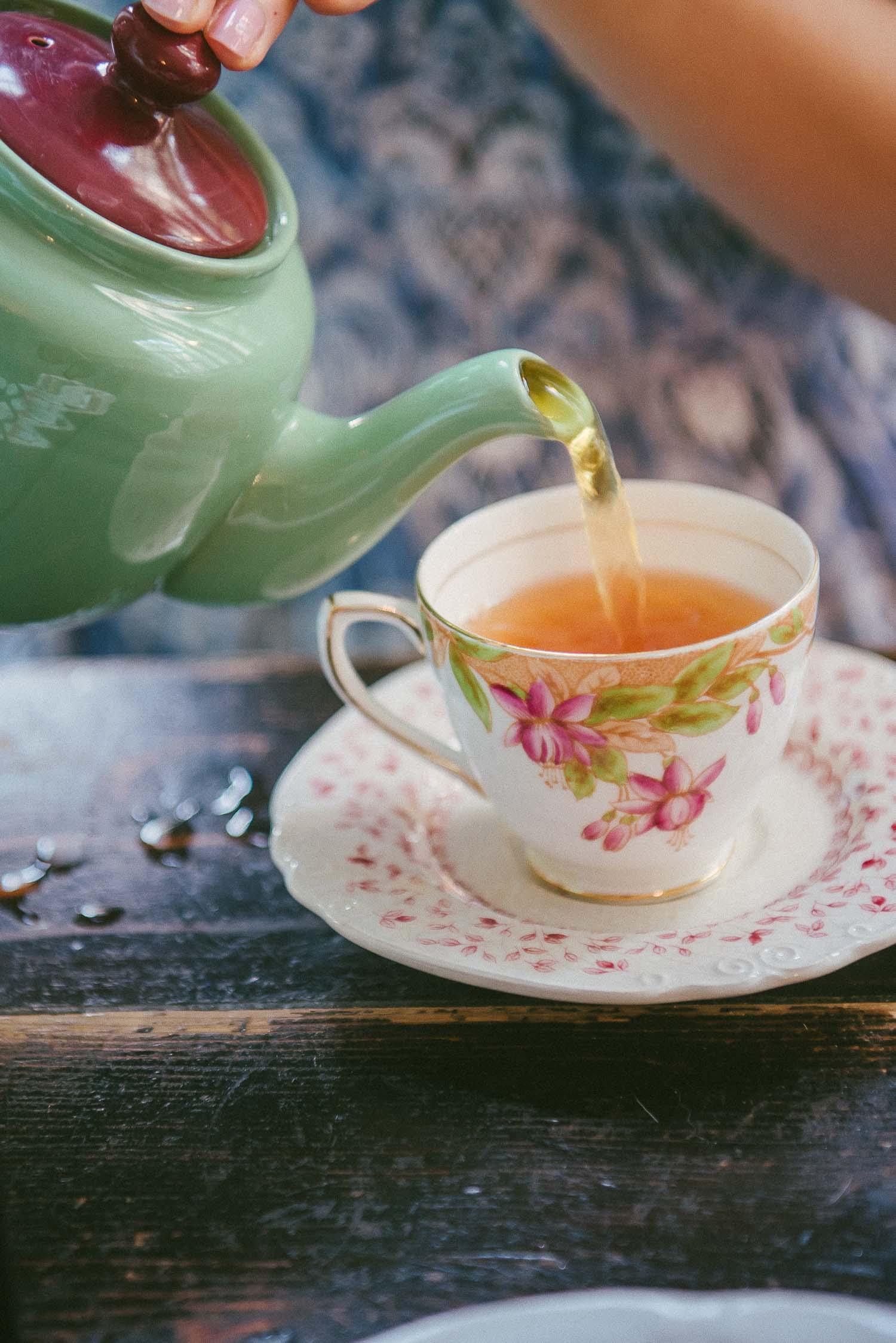 alice tea cup 10