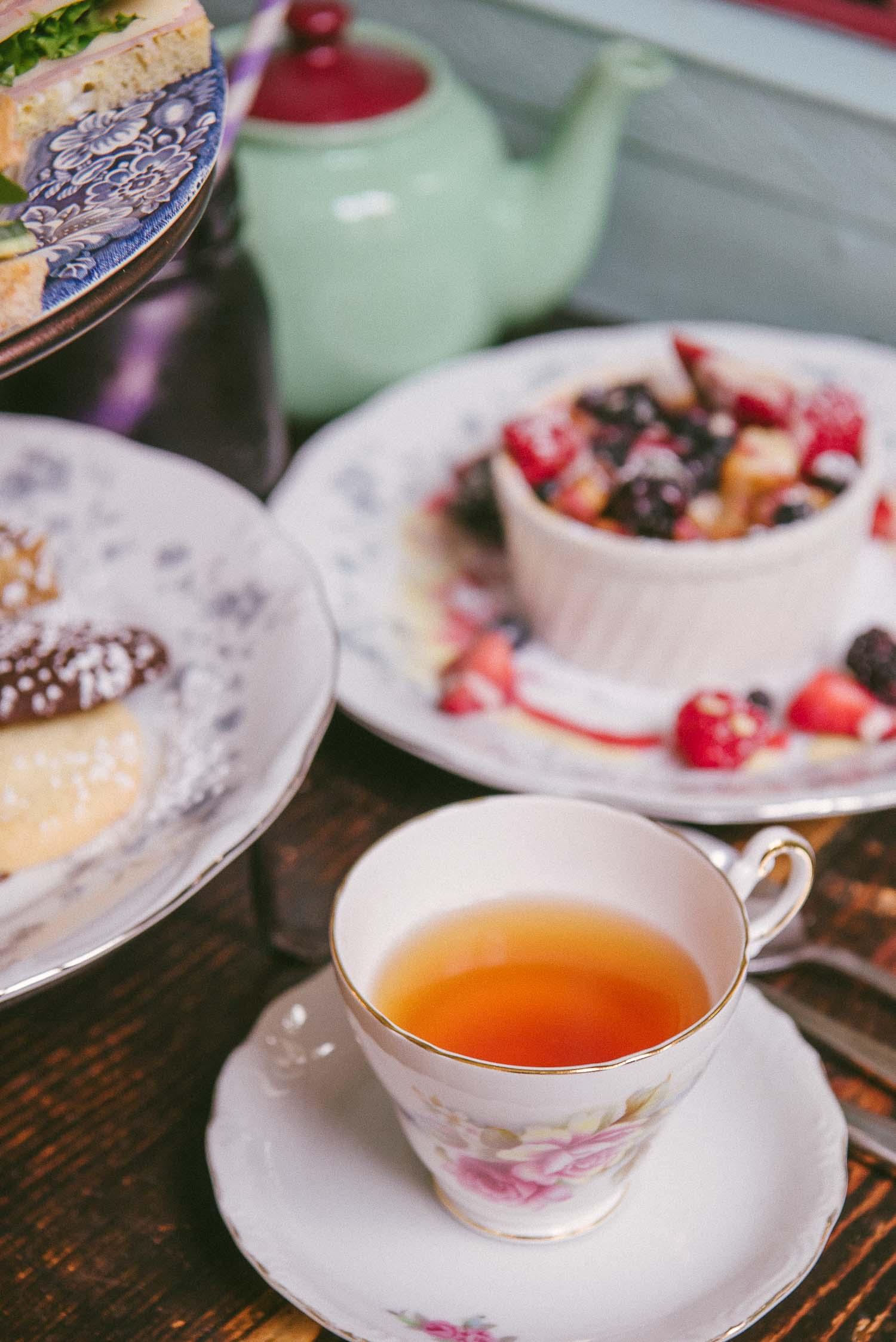 alice tea cup 25