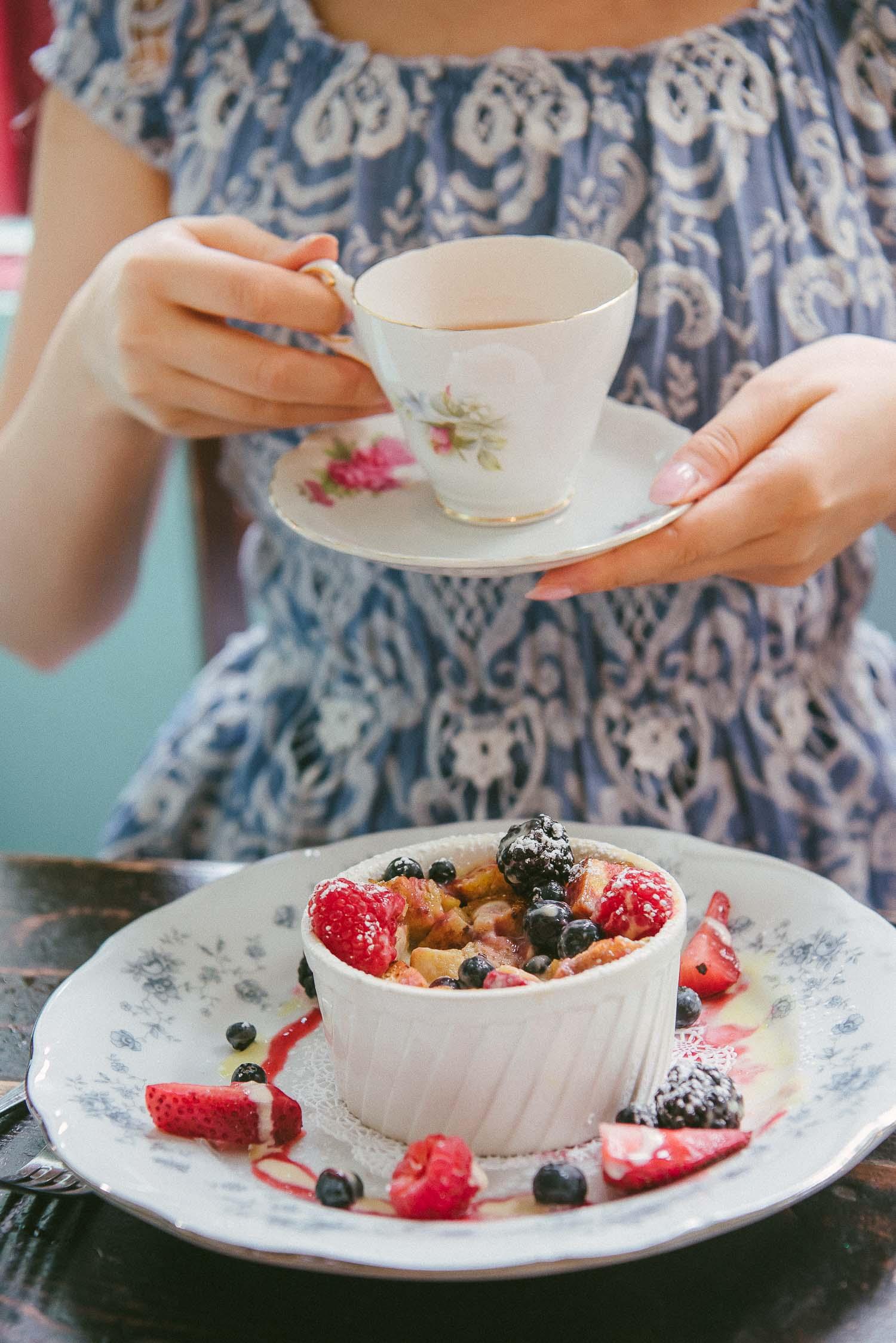 alice tea cup 31